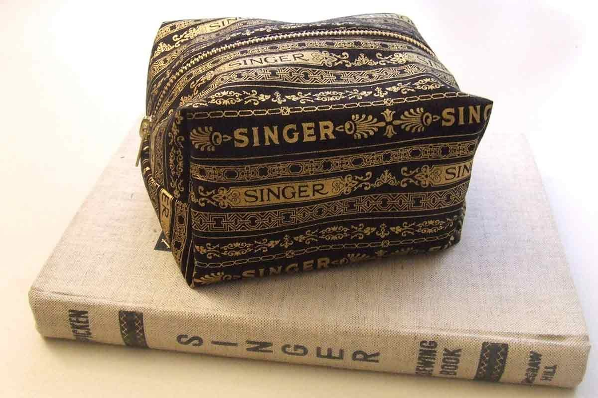 Singer Retro Rescue Caddy by Kellie Brown