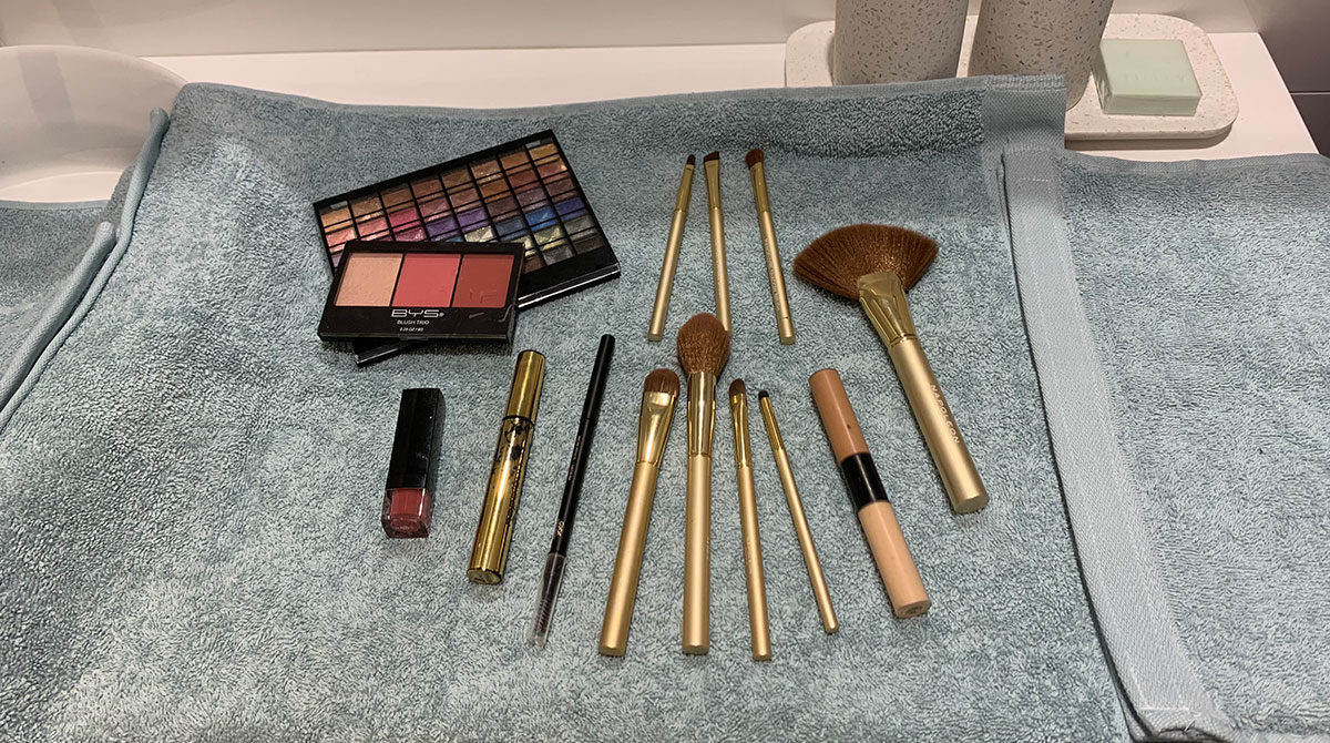 make-up-travel-feature